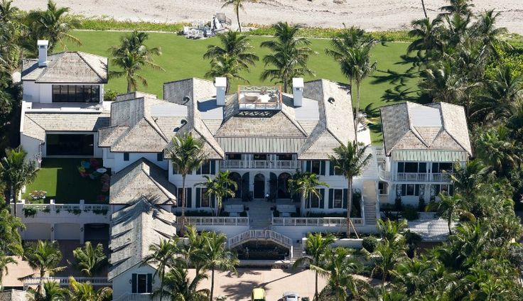 EXCLUSIVE PHOTOS — Tiger Woods' ex Elin Nordegren Settles in North Palm Beach Home — And it's Got Golf!