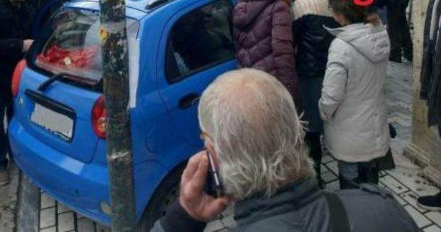 ΕΙΔΙΚΟΤΗΤΑ ΔΙΑΣΩΣΤΗΣ: Η οδηγός άφησε το αμάξι διπλοπαρκαρισμένο όταν... ...