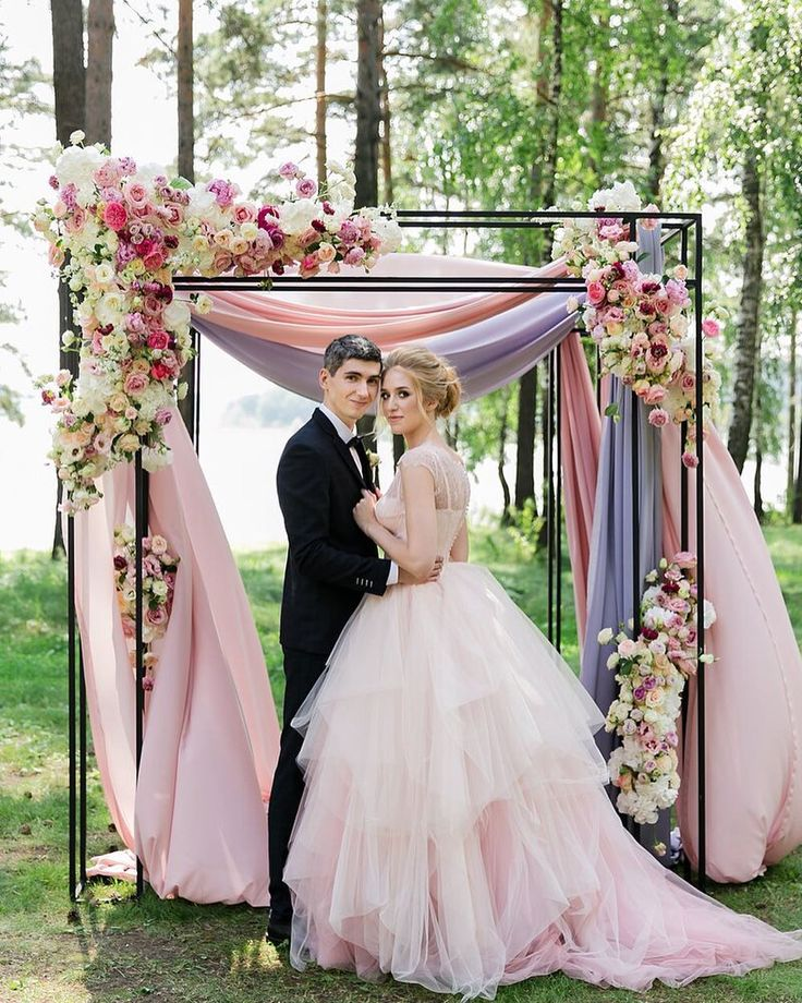 702 отметок «Нравится», 7 комментариев — Цветы. Декор. Школа флористики (@floral_style) в Instagram: «Все предыдущие дни мы рассказывали про свадьбу Славы и Наташи, чтобы показать вам, каким красивым…»