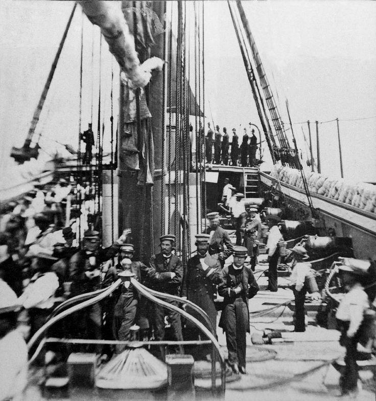 Cubierta de la Esmeralda en el año 1861, foto tomada mientras cargaban carbón en Lota