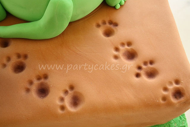 Dinosaur cake footprints... fossil or foot print cupcakes?