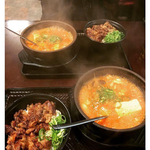 昨日は笑いすぎて涙出過ぎて 右目すっぴんになりました(笑) 最近毎週会うギャルと久々さっちゃん♬ こんなご飯痩せる気あらへんやつ。 #スンドゥブ#さっちゃんのカルビ丼#カルビ丼#京都##韓国料理#instafood#instagood#like4like#food#japan#kyoto#food#followme#tofu