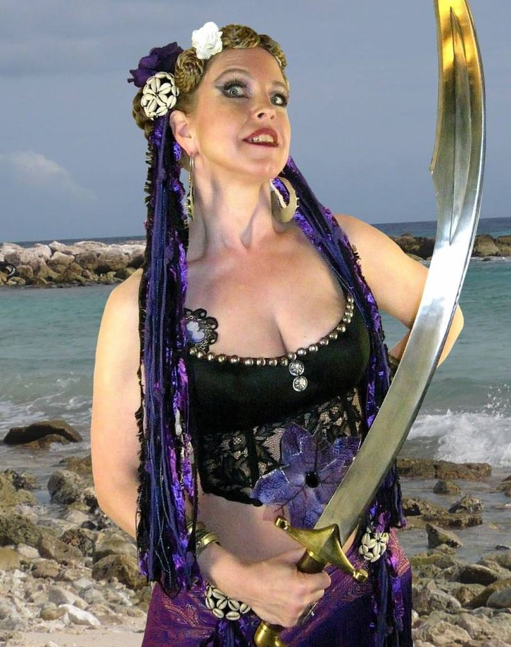 Purple Passion hip & hair tassels - presented by Belly Dance Star Apsara Habiba www.apsarahabiba.de. The gorgeous cowry ornaments are thetop decoration for these tassels - get them in our shop to accessoriue your costume!