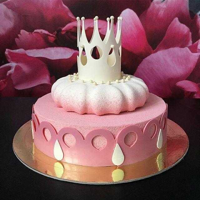 🔻🔻🔻 pastryinspirationschool.com 🔺🔺🔺 . #Repost @zhanna_voyush: Принцесс много не бывает! 👑. Главное, чтобы принцев на всех хватило 😎. #муссовыйторт #moussecake #dessertartisan  #bakecakefeed #shocolate #pastry_inspiration #dessertartisan #детскийторт #childrencake #shocoexpert
