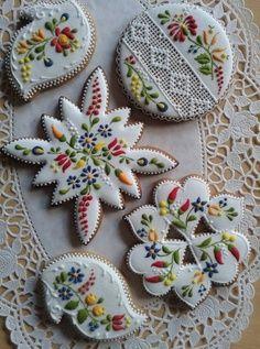 Hungarian motifs cake.