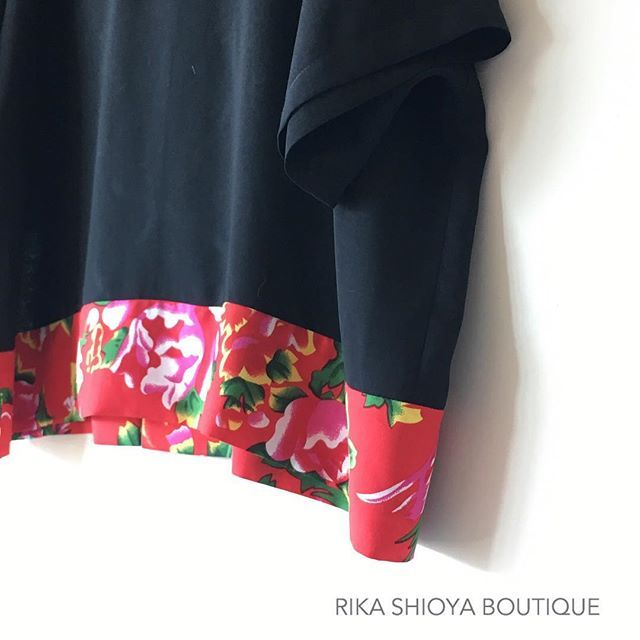 出来ました Black x Red Top for Chinese New Year.  #colorful #oneoff  #oneofakind  #handmade #hongkonghandmade #hongkong #rikashioyaboutique  #creema #世界にひとつ #大人コーデ #chinesenewyear #cny