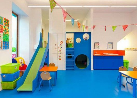 Spaces to hide and different ways to access the learning areas- fun! School Barvaux-Condroz / LR Architects | ArchDaily