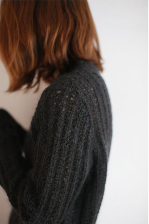 suéter negro tejido abierto  Contando Ovejas de piedra  counting stones heep