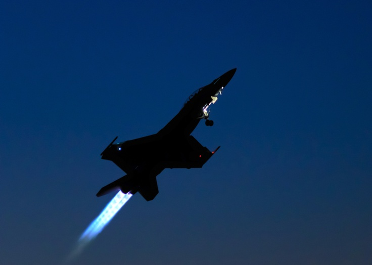 into the night #F18 #Hornet Into the darkness...