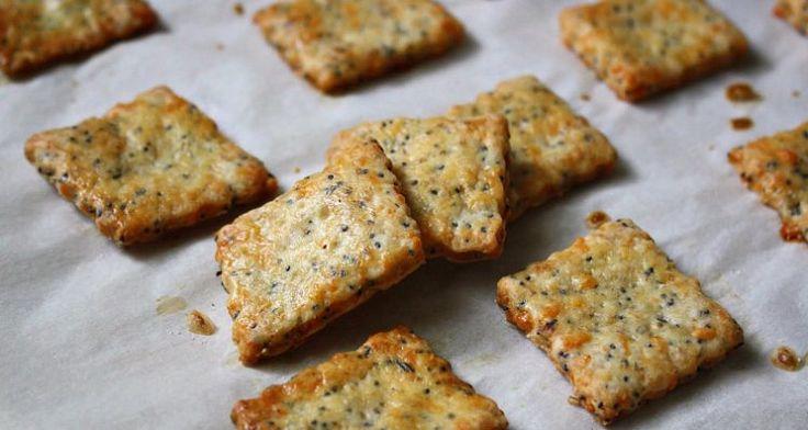 Quale merenda mettete nel cestino dei vostri bimbi che ritornano a scuola? Vi proponiamo qui la ricetta per dei fragranti cracker fatti in casa.