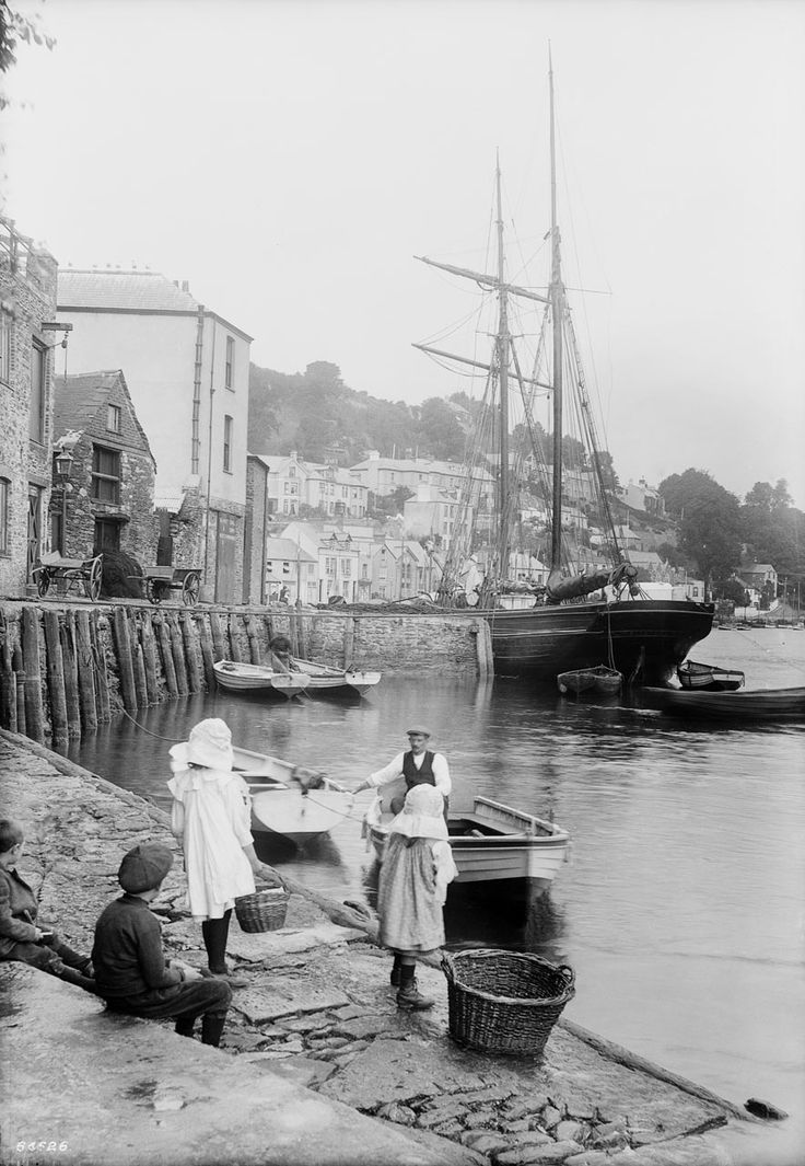 QUAYSIDE (c.1912) | West Looe, Cornwall (pic. Francis Frith, from National Maritime Museum) ✫ღ⊰n