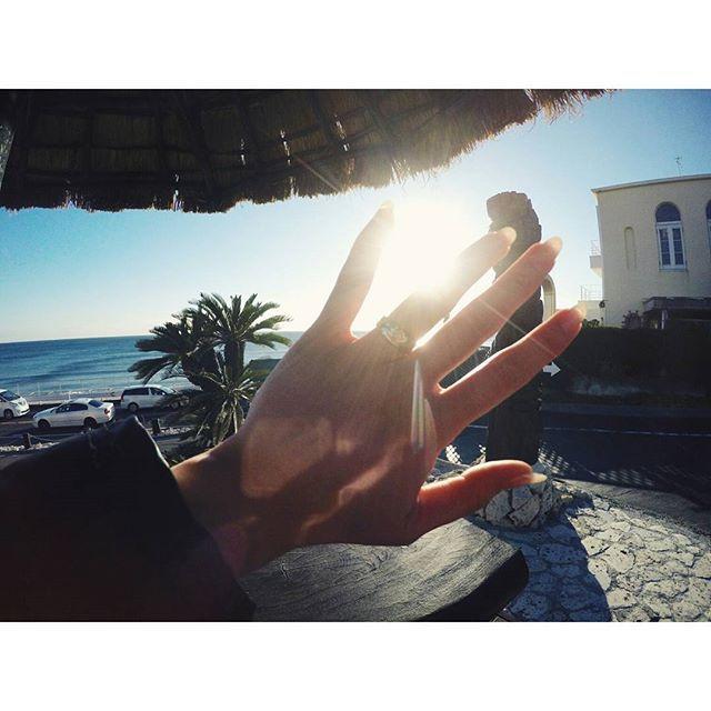 【kichine.26】さんのInstagramをピンしています。 《. Sunny days☀ . わっ!眩しいっ! 目開けてらんないくらいピーカンだった! 今年初海🌊 . 友達から譲り受けたハワジュがキラキラ✨ . #湘南 #江ノ島 #七里ヶ浜 #海 #海好き #海好きな人と繋がりたい #太陽 #太陽眩しい #ハワイアンジュエリー #指輪 #友人 #親友 #プレゼント #ランチ #高校時代 #ゴープロ #ゴープロのある生活 #sunnydays #shonan #shichirigahama #enoshima #sea #sunny #lunch #hawaiianjewelry #goprohero4 #gopro #goproのある生活》
