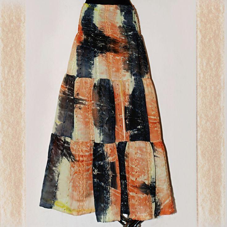 """HIPPIES MAXI SUKNĚ """"ŠIFONOVÁ BATIKA"""" S - XXL Autorská originální tříkanýrová sukně z pevného, neprůhledného šifonu - nejen pro milovníky Hippies stylu, která díky variabilnímu žabičkování sedí na všechny velikosti !! Je ušita ze krásného, zdobeného, neprůhledného batikovaného - velmi vděčného a stálobarevného šifonu - v barvách oranžovo -žluto- zelen s ..."""