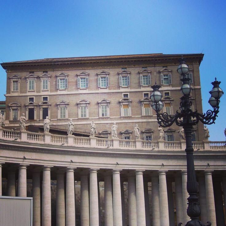 Despachos Papales y Columnata de Bernini - Vaticano:Juan Carlos Gómez (@jcgomvar) en Instagram.