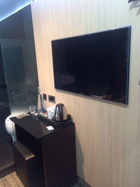 flat screen television in our hotel room z hotels london http - Compact Hotel 2015