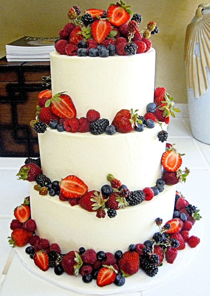how to cut a round fruit wedding cake 68 best wedding cakes images on fondant 15620