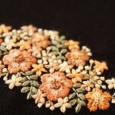 黒い生地に花を刺繍をしました。何を作るかもう決まっています . #刺繍#手刺繍#ステッチ#手芸#embroidery#stitching#자수#broderie#bordado#вишивка#stickerei#花の刺繍