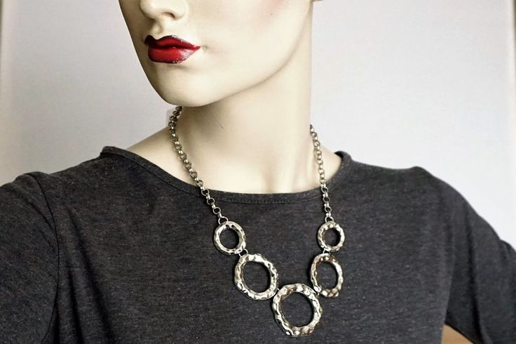 Lovely Metal Circles Necklace Finest High Quality Fashion costume jewellery