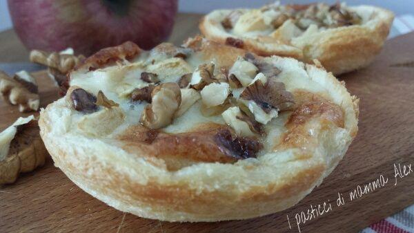 Cestini di pane al gorgonzola e mele