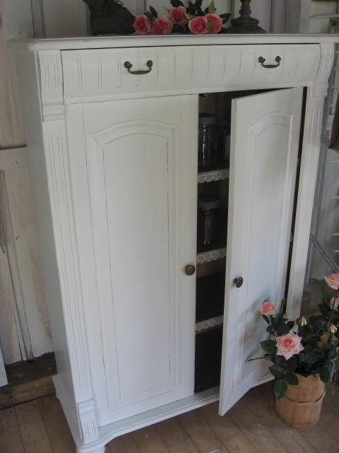 Lovely cabinett fom Johannas store!!lantligt vintage skänk skåp shabby chic Johannas Gammalt & Nytt vitt badrum kök hall spets romantisk vintage