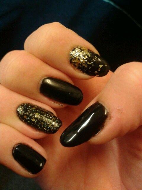 Zwarte gel nagel met bourjois herfst collectie topcoat.