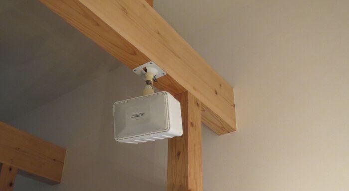 リビングに設置しているおすすめの天井吊り下げスピーカーを紹介