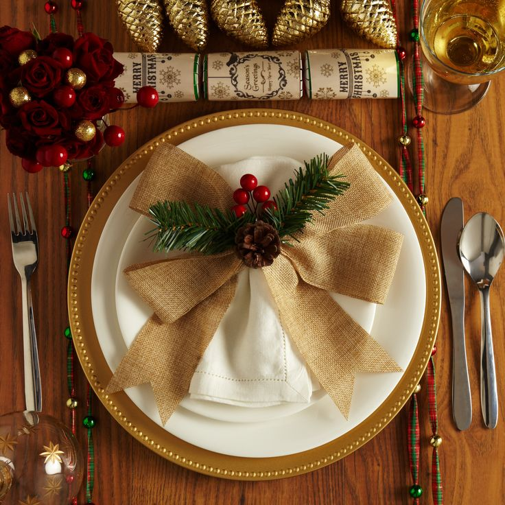 28 best Christmas Table Decorations images on Pinterest ...