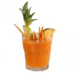 Succo della salute - arancia, mela, ananas, carota, limone