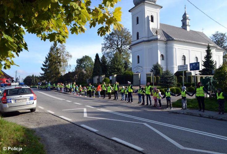 Pół kilometra odblasków – FOTO  #Przeciszów #odblaski #rekord #bezpieczeństwo #uczniowie