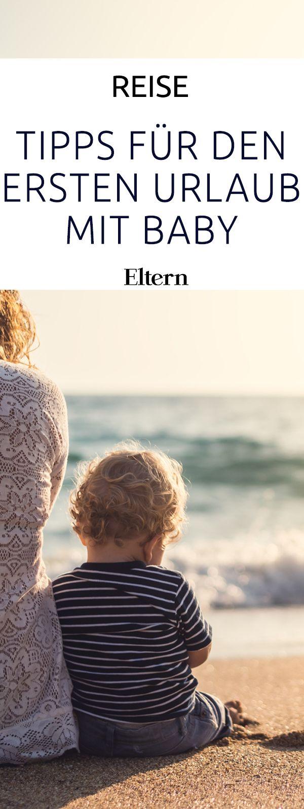 Endlich Urlaubszeit! Wer zum ersten Mal mit Baby eine Reise plant, hat viele Fragen: Wohin soll es gehen? Wie kann ich meinem Kind die Anreise erleichtern? Und was muss alles mit? Damit Du den ersten gemeinsamen Urlaub richtig genießen kannst, haben wir hier ein paar Tipps für Dich.