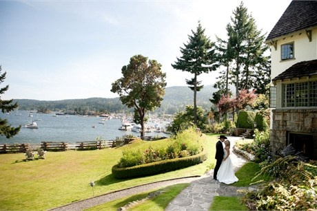 Relais & Chateaux - Hastings Country House Hotel is situated on the picturesque Salt Spring Island just off of Vancouver Island. Hastings House CANADA #relaischateaux #gardens