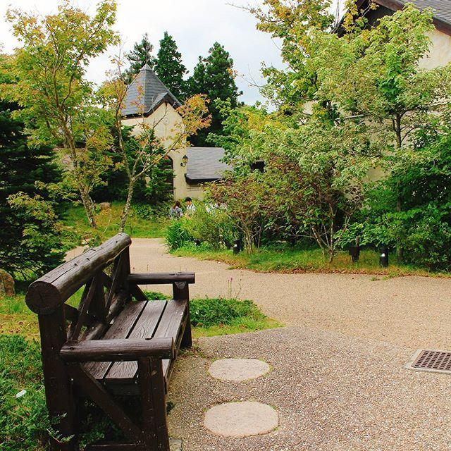 【sera72232】さんのInstagramをピンしています。 《曇り空ですね〜過去picですが 六甲ガーデンテラスのベンチにて(*˘︶˘*).。.:*♡ * #椅子#ベンチ#森#ガーデン#散歩道#写真好きな人と繋がりたい #ファインダー越しの私の世界 #wp_japan #icu_japan #六甲ガーデンテラス #森の散歩 #garden #kobe #rokko #六甲山 #神戸#秋#小道#風景#ig_japan#nature #naturelover #igersjp#japan_day_time_view》