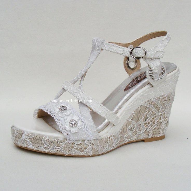 Alparagtas y espadreñas para novias, decoradas a mano con delicados encajes y puntillas. Cuñas cómodas y baratas para novias y ceremonia.