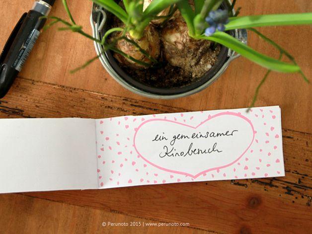 Eine weitere wunderbare Geschenkidee: ein selbstgestaltetes Couponheft für die Mama