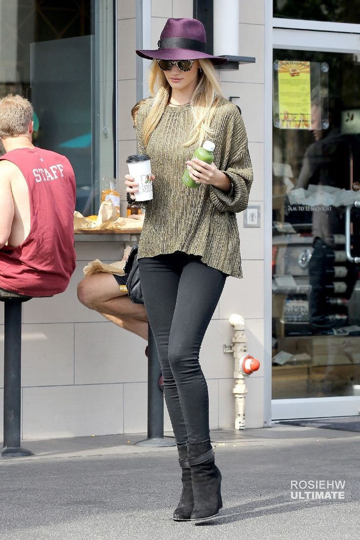 2014 > Takes a coffee in Hollywood