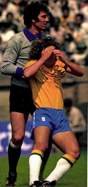 Dino Zoff & Zico, U.S. Bicentennial 1976.  #DinoZoff #ItalianGK #Italia #Azzurri #Vivo_Azzuro #Zico  #Seleçao #Brasil #SelecaoBrasileira
