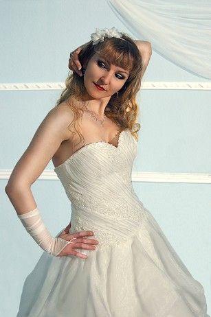 33 best Luxus Brautkleider von Angely images on Pinterest   Public ...