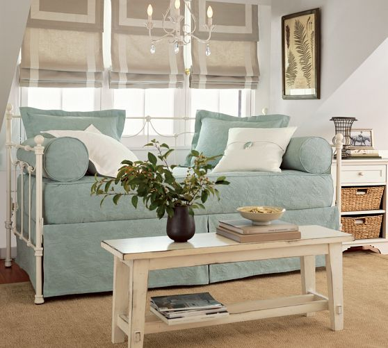 Savannah daybed with trundle pottery barn daybeds have for Bett ausziehbar