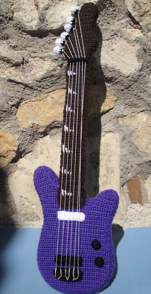 Amigurumi Guitarra Electrica 40 cm de alta