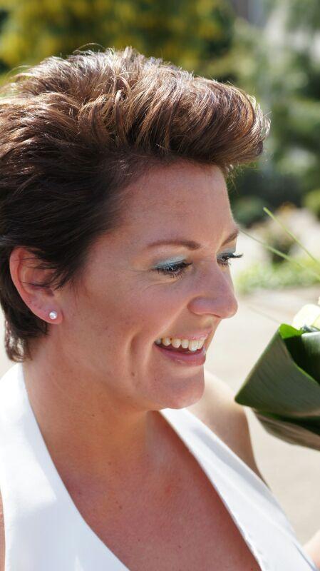bruid 16 mei 2014 opgemaakt door www.mooibijmarjan.nl  oogschaduw: zilver, aquatinten en taupe