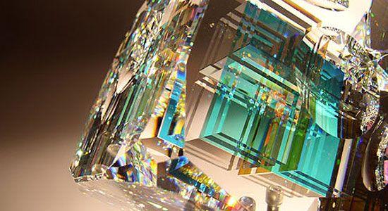 アメリカのガラス彫刻家Jack Stormsさんは「フィボナッチ比率」を用いてとても美しいガラス彫刻を制作しています。 フィボナッチ比率とは13世紀の数学者である、イタリアの数学者レオナルド・フィボナッチが発見し、計算の書にて1202年に公表。となり合った2つの数字の和をつなげて作られる数列をフィボナッチ指数といいます。[wiki] その「フィボナッチ比率」を具体的にどのような形で造形に用いているかはわかりませんが、「フィボナッチ数列の各項を一辺とする正方形」が応用されているのかもいれません。ガラスの中心部などに見える幾何学的な模様にその配列を使っていると思われます。 素材は光学結晶、鉛クリスタル、ダイクロイックガラスなど3種類を使っているようですよ。               ゆきふる
