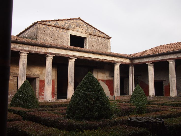 characteristics of ancient roman villas Villas aside from the towns, the other sign of romanised civilization was the growth of villas in latin the word villa means simply, farm, so technically villas were any form of rural agricultural dwelling built in a roman style.