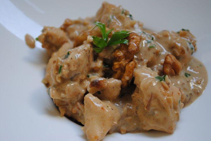 Tortellini recheado com frango e gorgonzola ao sugo: Normalmente não tenho muita preguiça na cozinha, até porque amo cozinhar e cada detalhe na elaboração das receitas me fascina; claro que se a ...