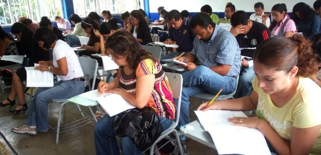 Adelantan aumento de sueldo a 150 mil profesores