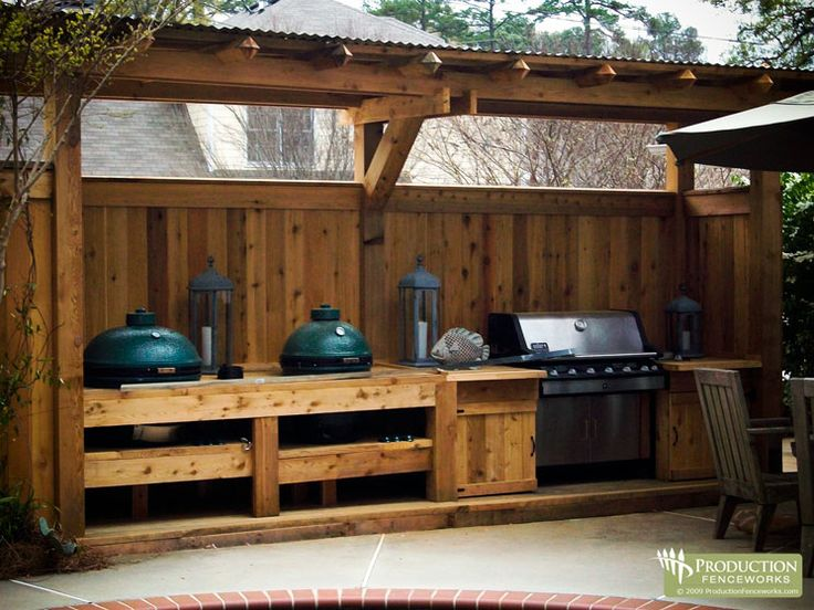 grill area / fence combo - also notice the Big Green Egg cookers (might have to get one some day...)