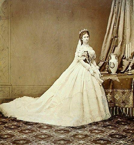 Fotografía de Sissi como reina de los húngaros.