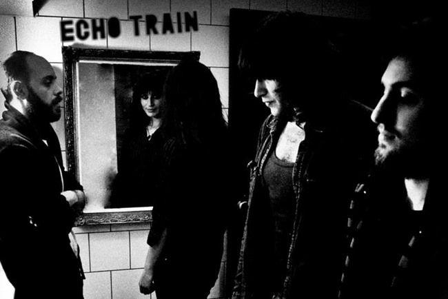 Το musicity.gr επιλέγει το τραγούδι της εβδομάδας 8/12! «Things you cannot see». Σκοτεινό, γεμάτο μυστήριο και τέχνη καθαρόαιμη απο την νέα ταλαντούχα, φολκ- ροκ μπάντα «Echo Train». Αύρα μποέμ, σκληροπυρηνική και άγρια.