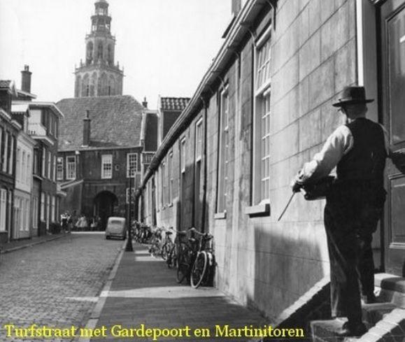Groningen, Turfstraat met de Gardepoort