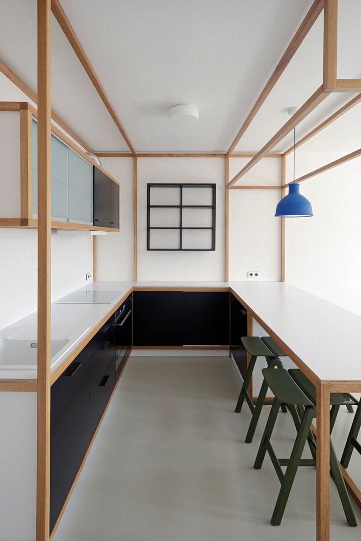 aménagement studio- cuisine blanche et noire avec appareils encastrés