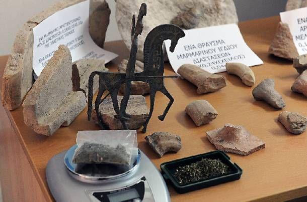 Γρεβενά: Τρεις συλλήψεις για αρχαιοκαπηλία: Αρχαία νομίσματα και αντικείμενα, ιδιαίτερης αρχαιολογικής και επιστημονικής αξίας, εντόπισαν…